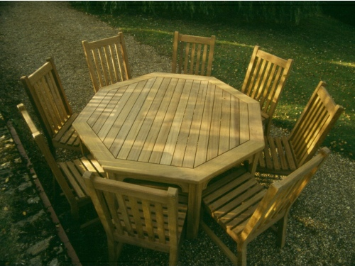 Round Table - Hadham Style, with slatted chairs