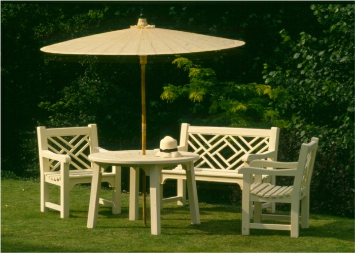 Hadham Round Tabel, Chinoiserie Armchairs and an Oriental Umbrella