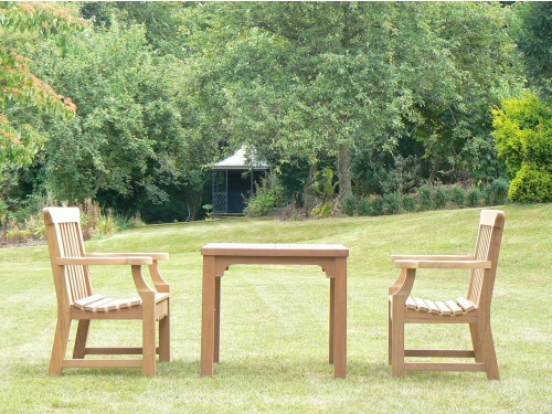Round Table - Hadham Style, with Peacock chairs